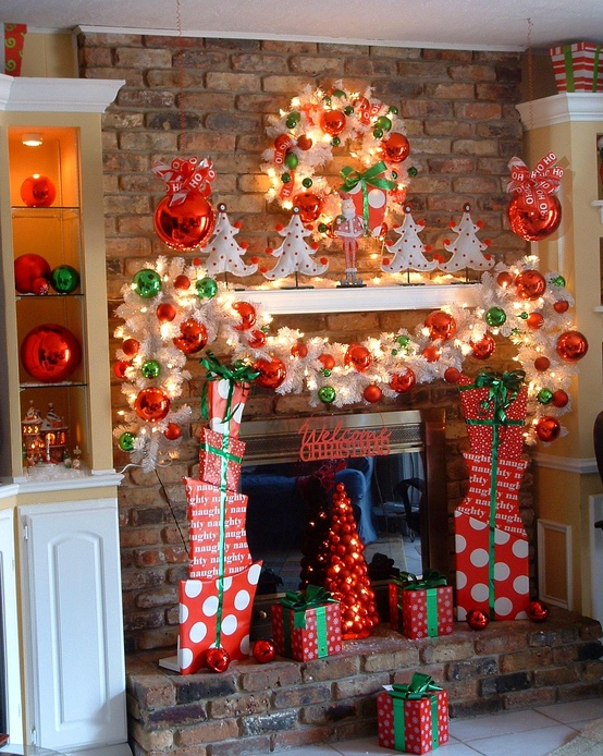 50 Beautiful Fireplaces Mantels To Inspire You This Christmas - christmas fireplace decor