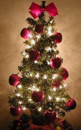 Holiday Decorating Mini Christmas Tree with Apples - Rent Blog - mini christmas tree decorations