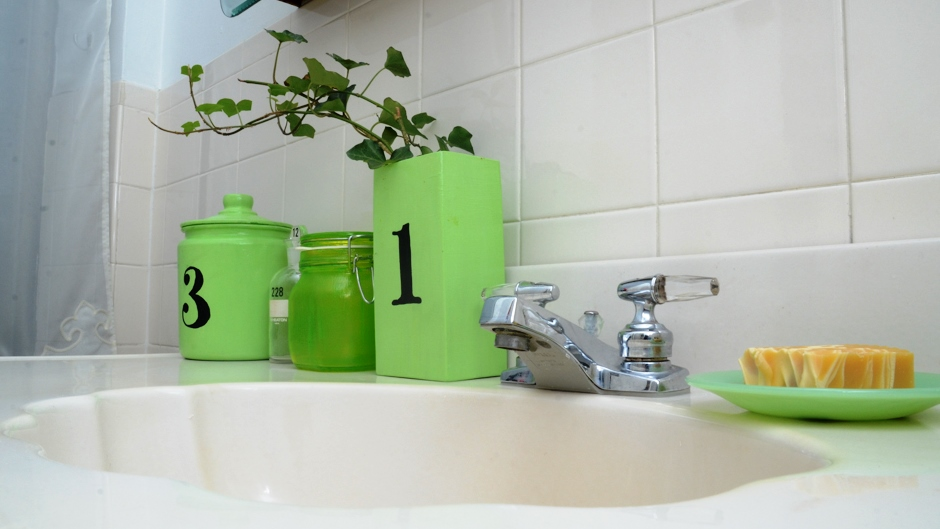 Bathroom Decorating Ideas for Small Apartments - Rent Blog - apartment bathroom decorating ideas