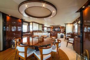 rental-Motor-boat-ISA-120feet-Miami-FL_ZV9ZVMH