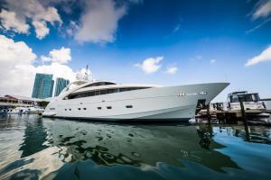 rental-Motor-boat-ISA-120feet-Miami-FL_dTMUI5R