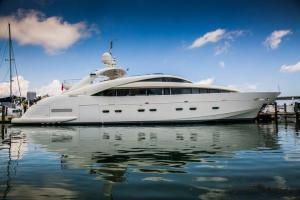 rental-Motor-boat-ISA-120feet-Miami-FL_zGRS4xf