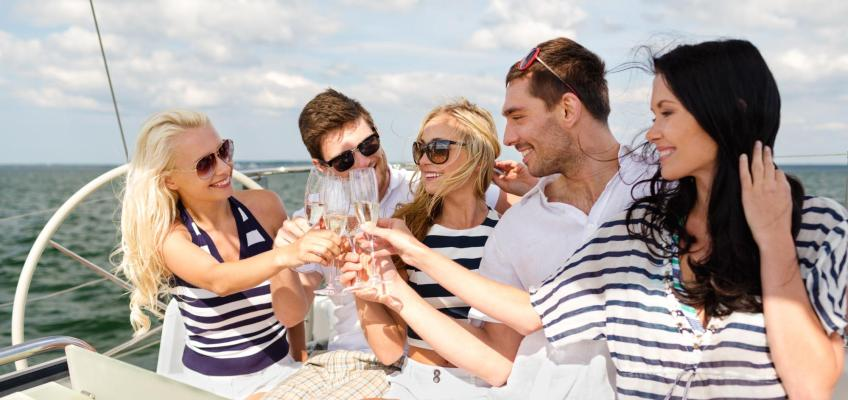Top 5 Summer Wines to Drink on a Boat