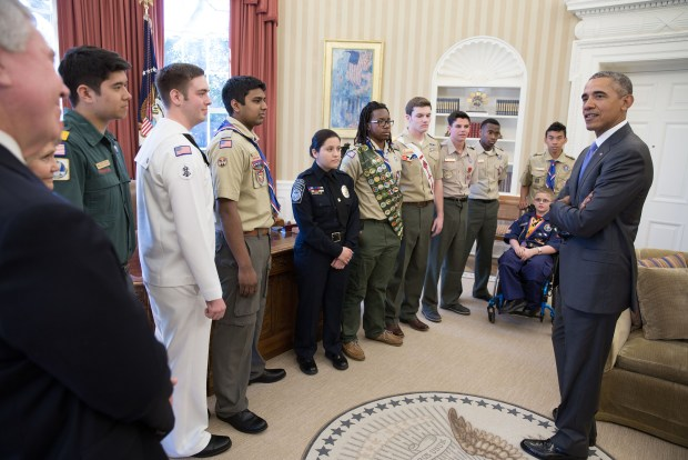 President Obama meets Scouts
