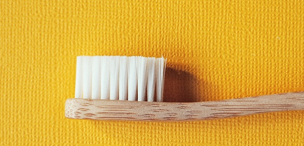 Cómo elegir un cepillo de dientes ecológico