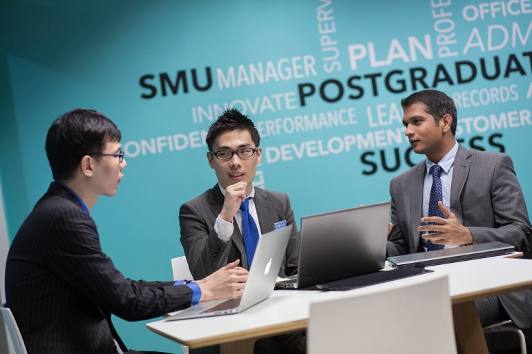 Current full-time SMU MBA student Jung-Yoon Kim engaged in a group discussion.