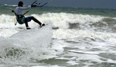kitesurf wave jump