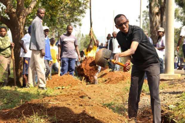 President Kagame joins citizens for Umuganda _ blog.swaliafrica.com