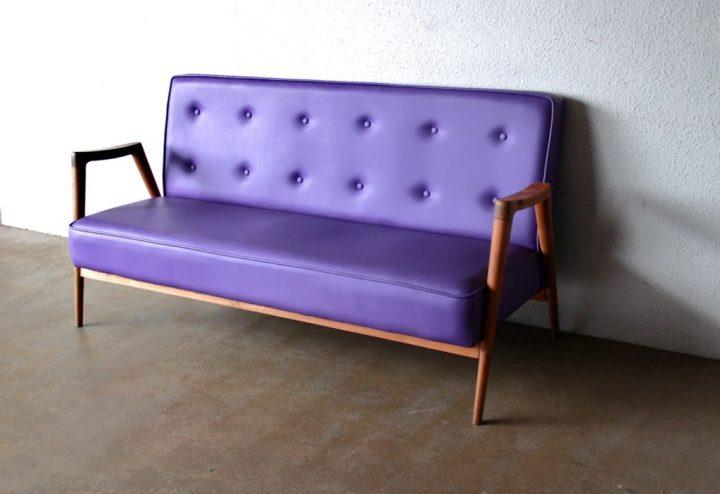 sofa vintage purple