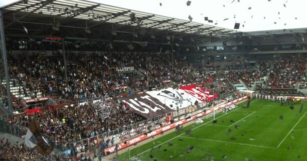 Intro von USP beim Spiel FC St.Pauli gegen Bielefeld, 11.August 2013.