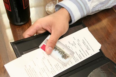 How to Handle Credit Card Transactions at Restaurants | UniBul's Money Blog