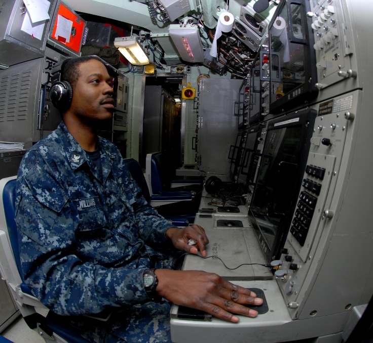 Sonar_US_Navy_Technician_Submarines_2nd_Class_Harlie_Williams_III_Los_Angeles_class_attack_submarine_USS