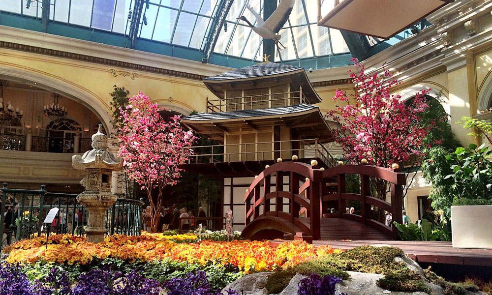 Fall Outdoor Decorations Wallpaper East Meets West At The Bellagio S New Japanese Spring