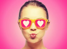girl-wearing-sunglasses-with-hearts-dp