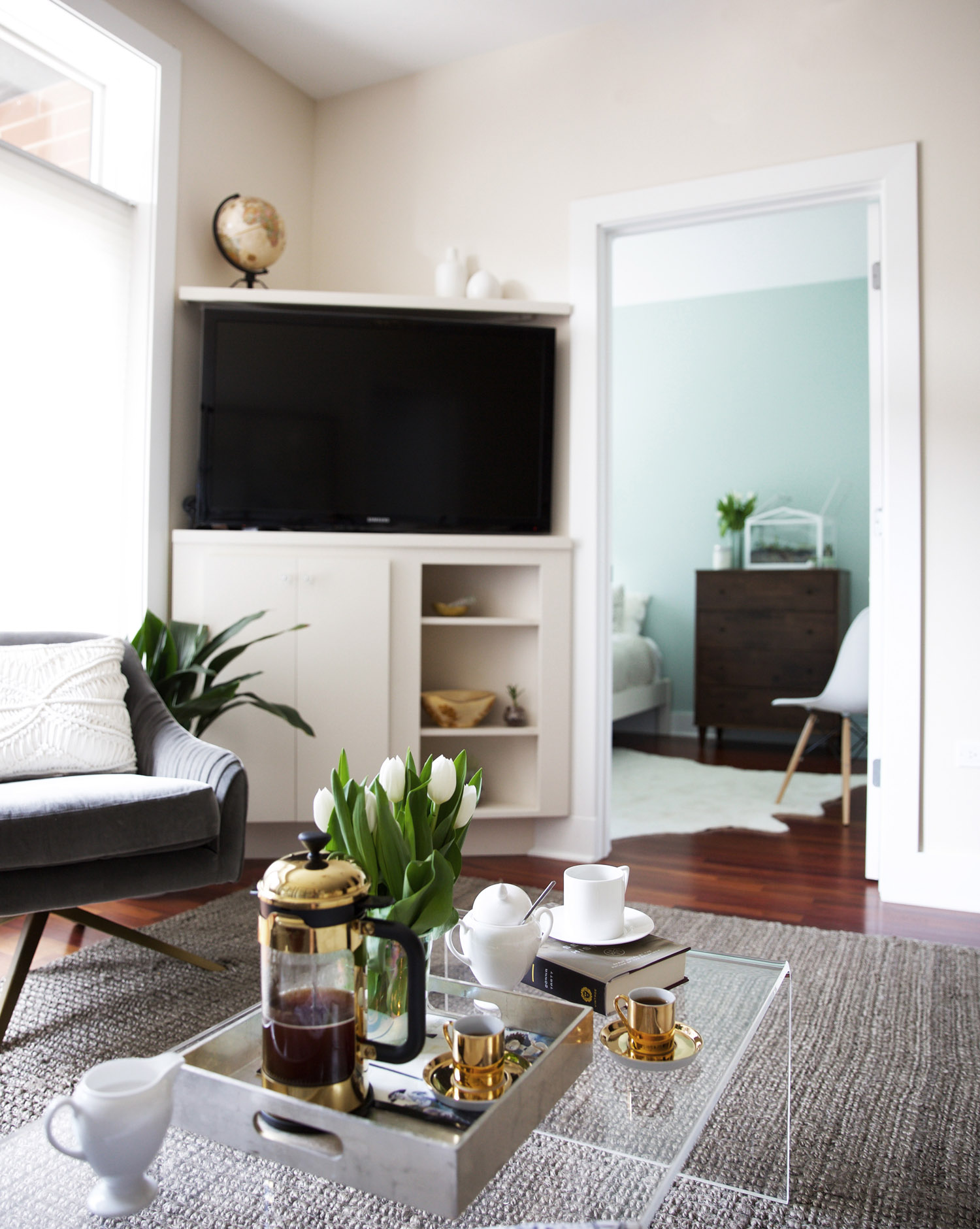 Appartement Interieur Luxe Luxe Minimalism In A Small Chicago Apartment Front Main