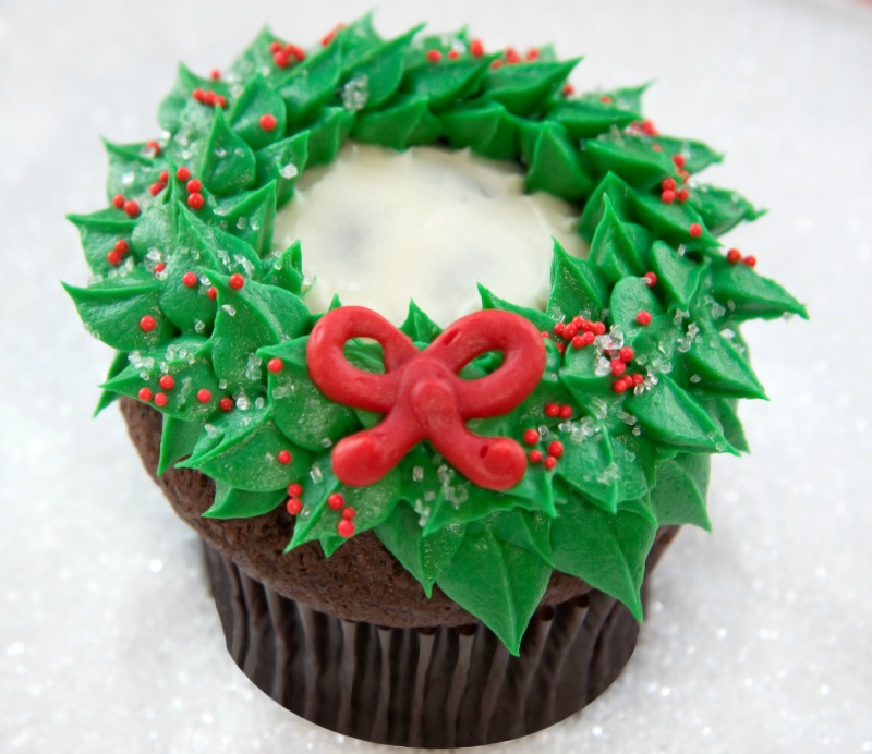 decorating holiday wreath cupcakes with jennifer shea of