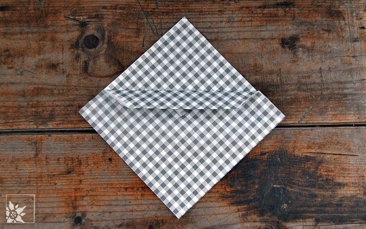 servietten als bestecktasche falten wohlgeraten tagebuch. Black Bedroom Furniture Sets. Home Design Ideas