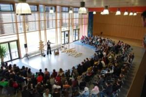 170 gebannte Schülerinnen und Schüler begleiten den Auftakt meiner Bayerntour