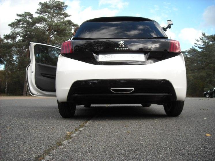 Peugeot 208 HYbrid FE (7)