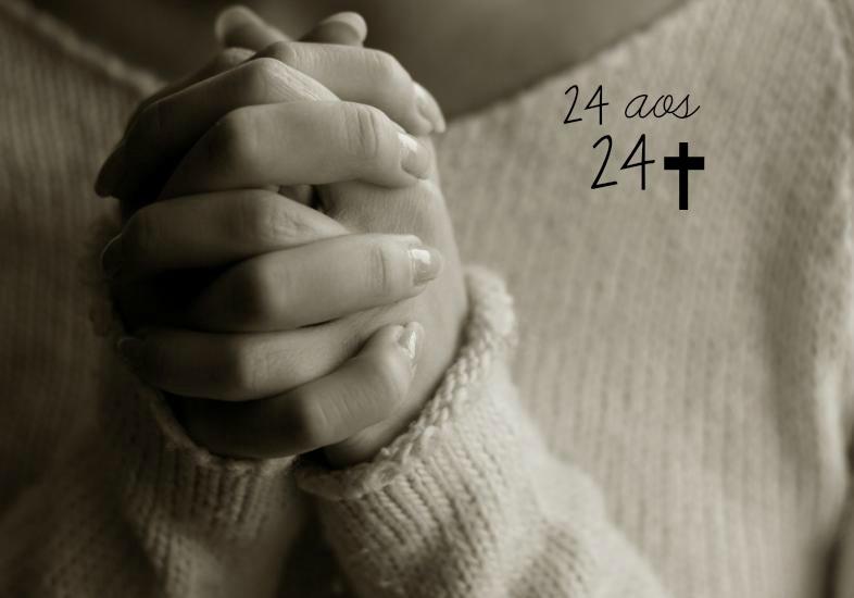 mulher-rezando-