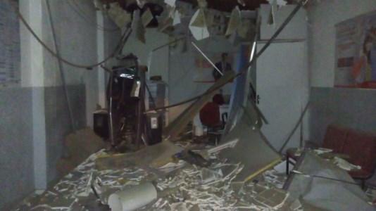 Destruição provocada pela explosão no terminal eletrônico do Bradesco