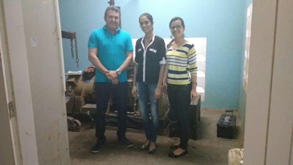 Diretora Josinara, adminstradora Amanda e o responsável pela manutenção do gerador