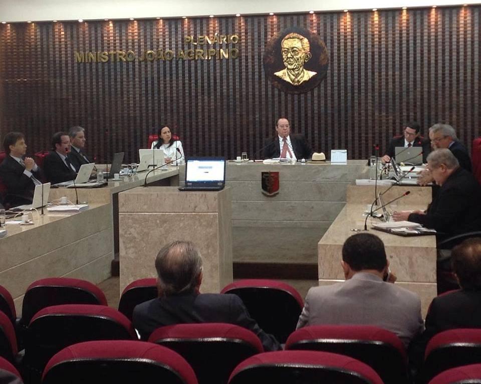 """TCE revela """"super salários"""" no funcionalismo público; pedreiro recebe mais de R$ 17 mil"""