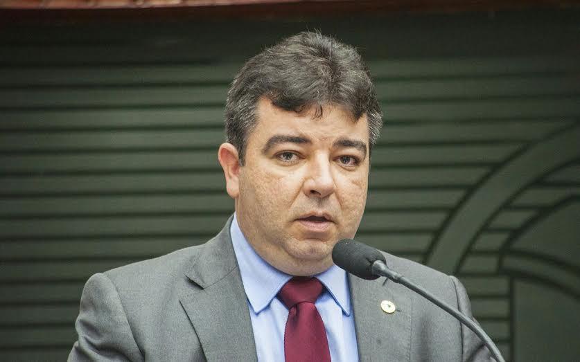 Deputado não vai a festejos em Cabedelo e aumenta especulações sobre rompimento