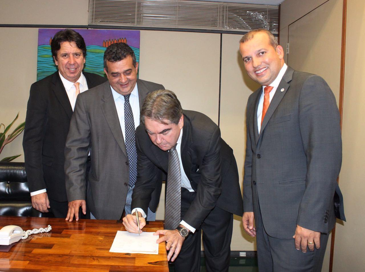 Lindolfo desconhece articulação da Nacional para entregar comando do Pros a Trócolli