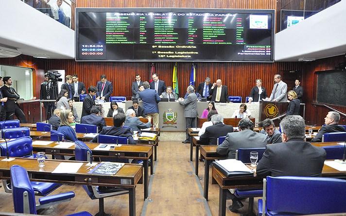 Deputados estudam deixar atuais partidos visando eleições 2018