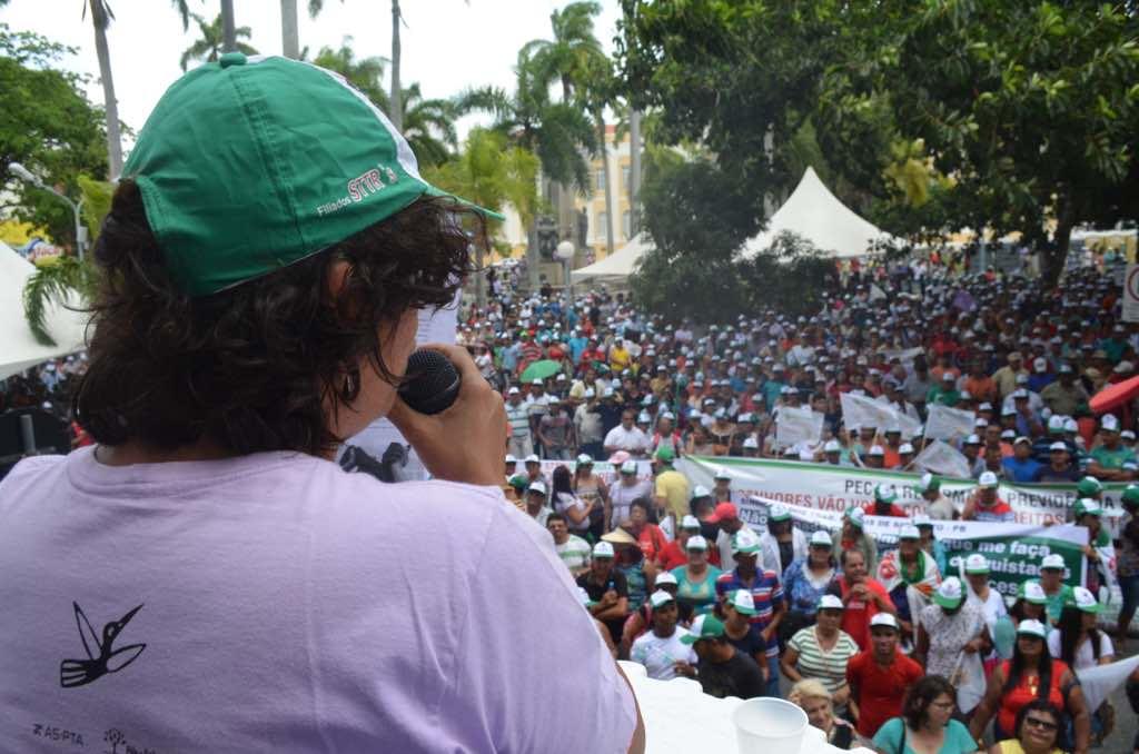 Após demonstrar força, cresce apelo para deputada continuar no comando da CCJ
