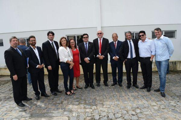 Baixa: Oposição visita Hospital Santa Isabel sem presença de João dos Santos