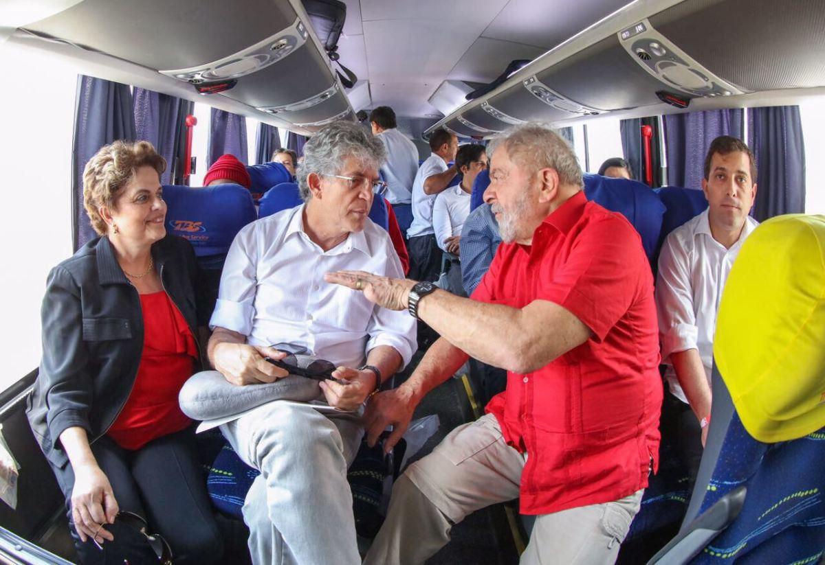 Revista Istoé aponta indícios de uso da máquina do Estado em evento de Lula na PB