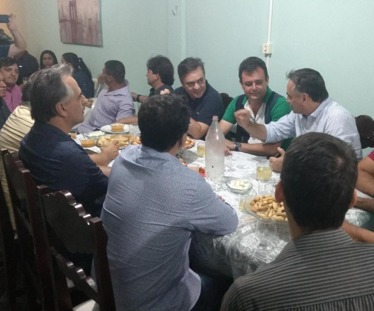 BASTIDORES: Após evento, Cássio, Cartaxo e aliados jantam na casa de prefeito