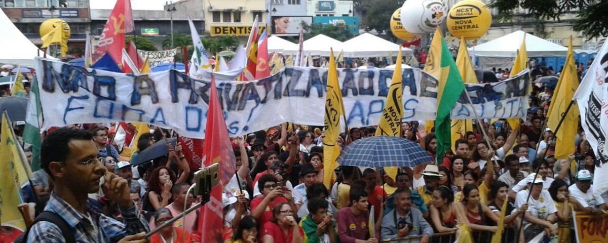 """Estudantes denunciam agressão de auxiliares de RC em ato pela """"Diretas Já"""""""