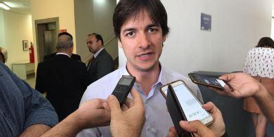 CCJ aprova projeto de Pedro Cunha Lima que proíbe uso de carros oficiais de autoridades