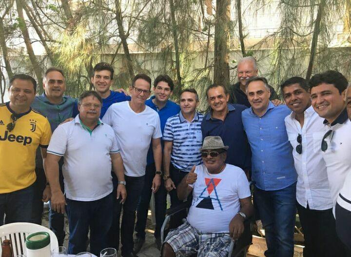 BASTIDORES: Marcos Vinícius realiza festa de confraternização entre amigos