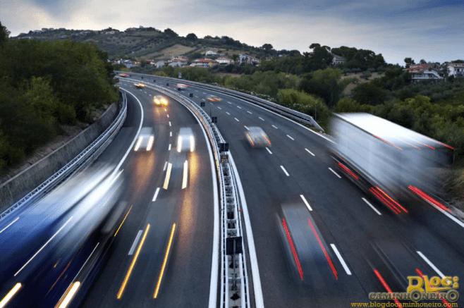 conheca-piores-habitos-transito-evite-acidentes-blog-do-caminhoneiro-1