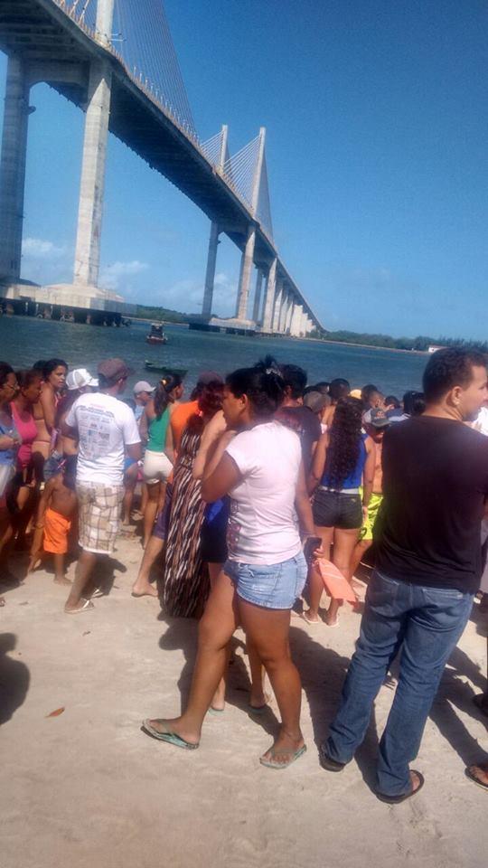 FOTOS IMAGENS - Mais um suicídio na Ponte Newton Navarro  Segundo informações a jovem se chama Tamires. E teria brigado com o namorado.