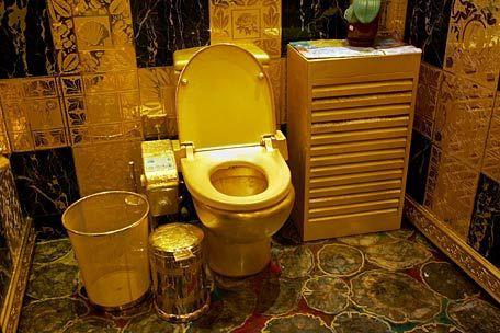 туалет золотой унитаз