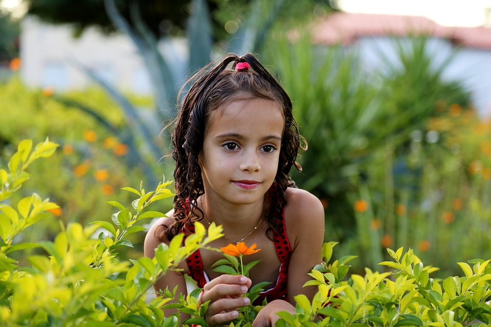 girl-in-the-garden-1204288_960_720