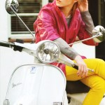 Emma Watson Sexy sobre Moto Blanca