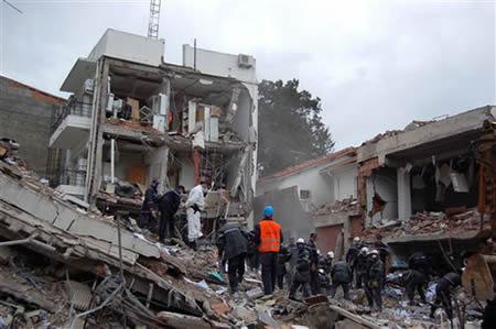 Misión de rescate en un edificio en escombros - Imagen de cubaencuentro.com