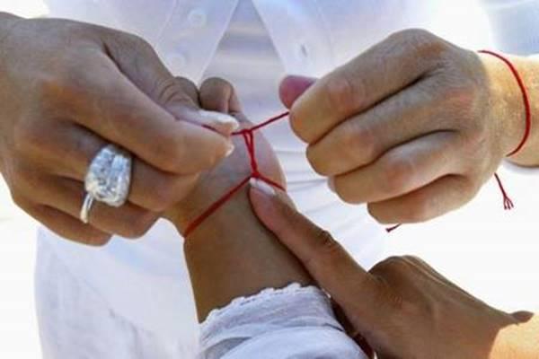 Ez történik a testeddel, ha egy vörös fonalat rákötsz a bal csuklódra! Döbbenetes!