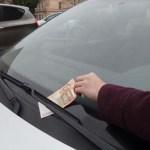 Ha pénzt találsz a kocsid szélvédőjén, akkor nincs szerencséd! Nagy veszély leselkedik rád!
