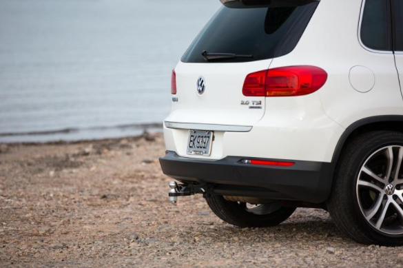 Trailer-Hitch-on-White-Volkswagen-SUV_o - Capistrano Volkswagen