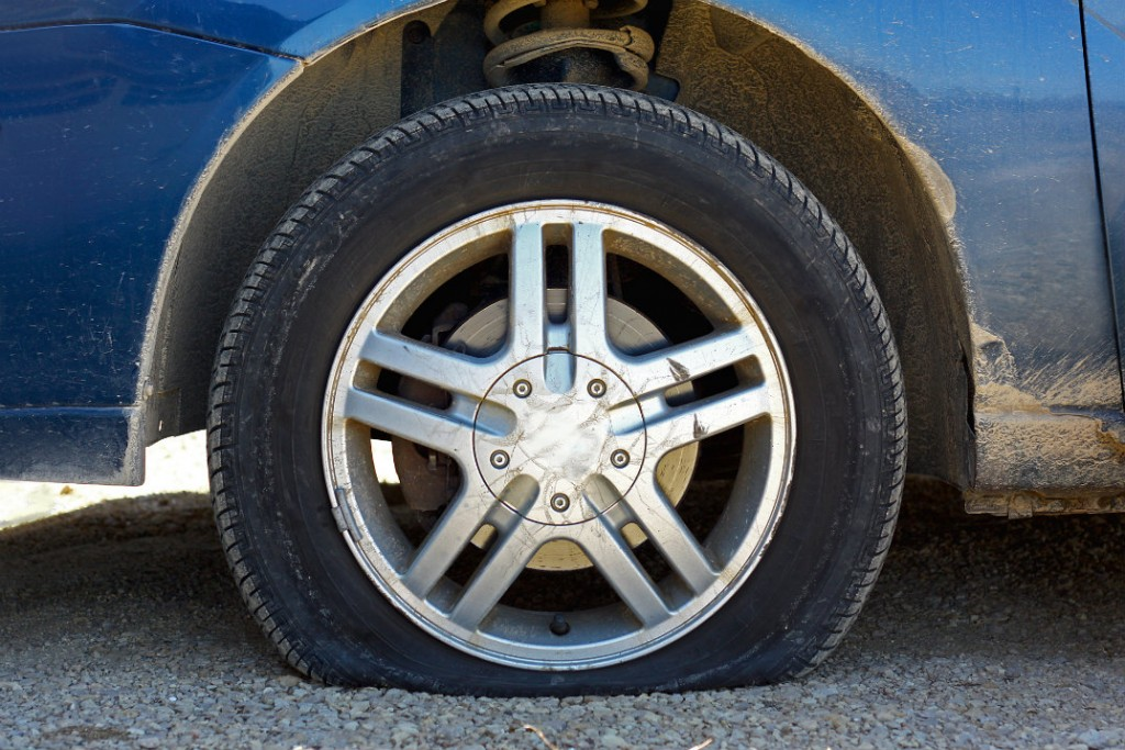 10 Steps to Change a Flat Tire - Toyota Vacaville