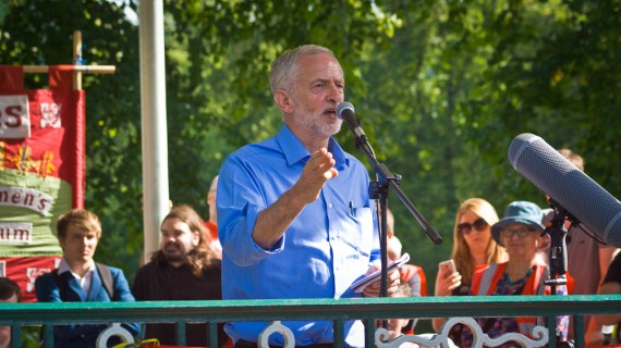 Jeremy_Corbyn,_Leader_of_the_Labour_Party,_UK_speaking_at_rally, Wikimedia Commons (CC BY-SA 3.0)