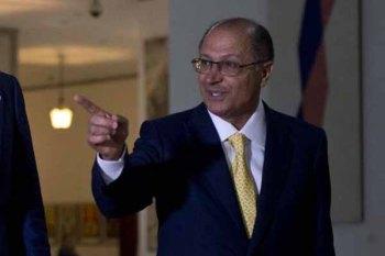 Alckmin sanciona lei que permite a entrada de 'baixinhos' na Pol�cia Militar