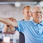 Ejercicios pueden evitar problemas de movilidad entre mayores con obesidad